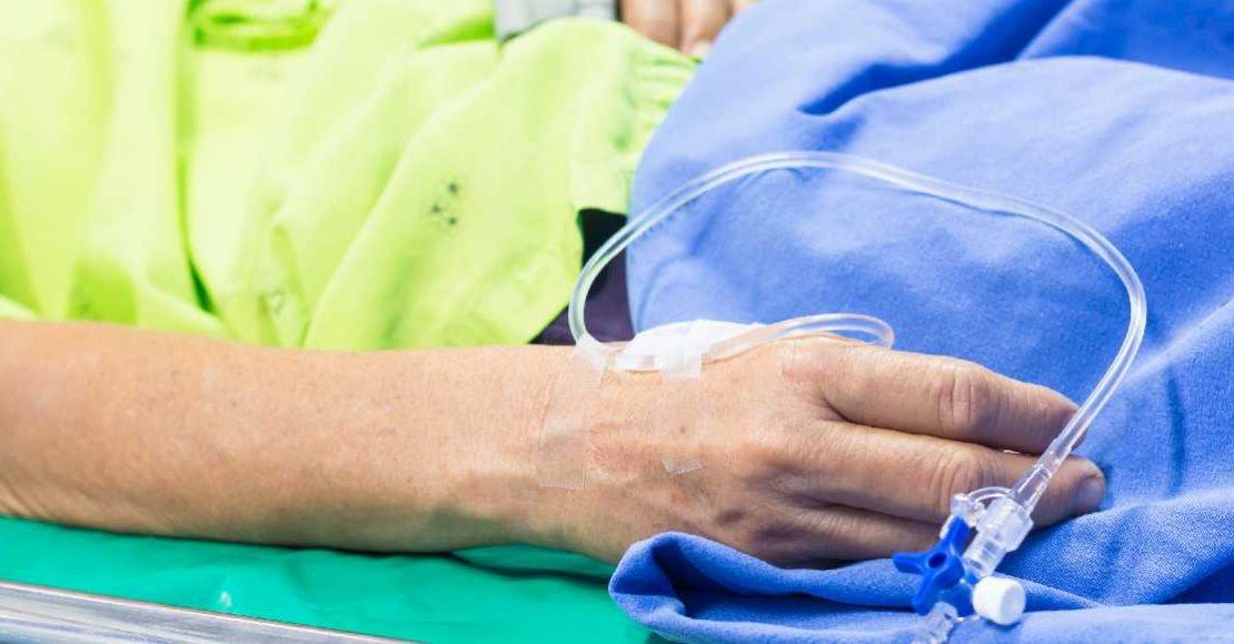 Hombre con implante de pene pierde su virginidad y entra en coma