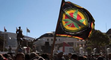 Histórico: Sudáfrica despenaliza el consumo privado de cannabis