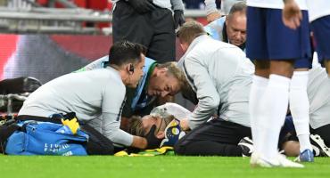 11 imágenes del dramático choque que dejó inconciente a Luke Shaw ante España