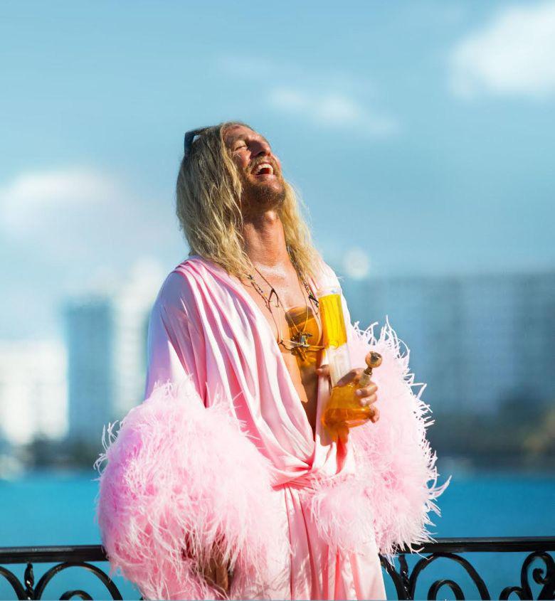 Harmony Korine regresa con un viaje de ácido en el tráiler de 'The Beach Bum'