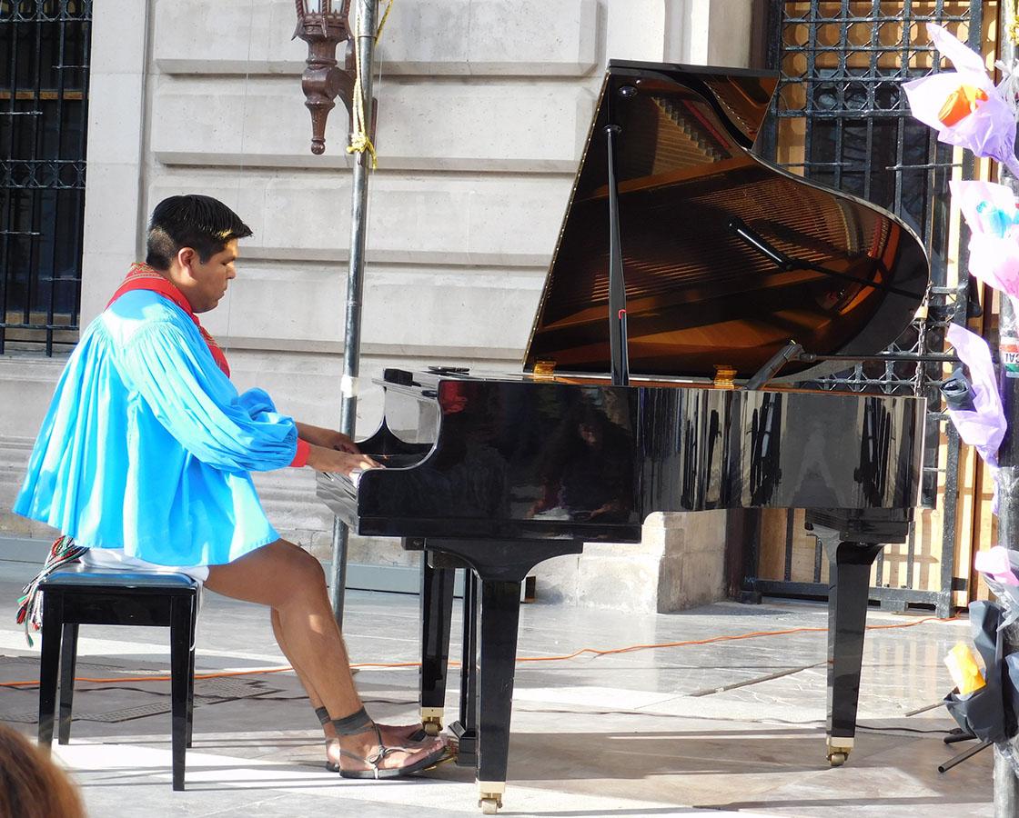 Romeyno Gutiérrez, el primer pianista rarámuri de AL tocará en Chicago