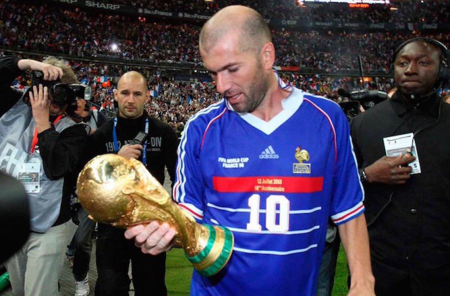 Subastarán playera histórica de Zidane de Francia 1998.... ¡aún con sudor!
