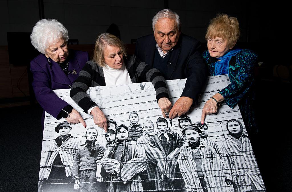Familiares de víctimas del Holocausto