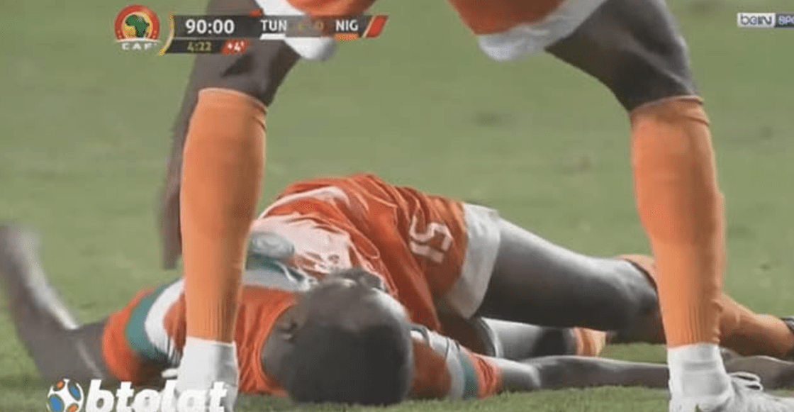 Jugador se desploma en pleno partido y el médico rival le salva la vida