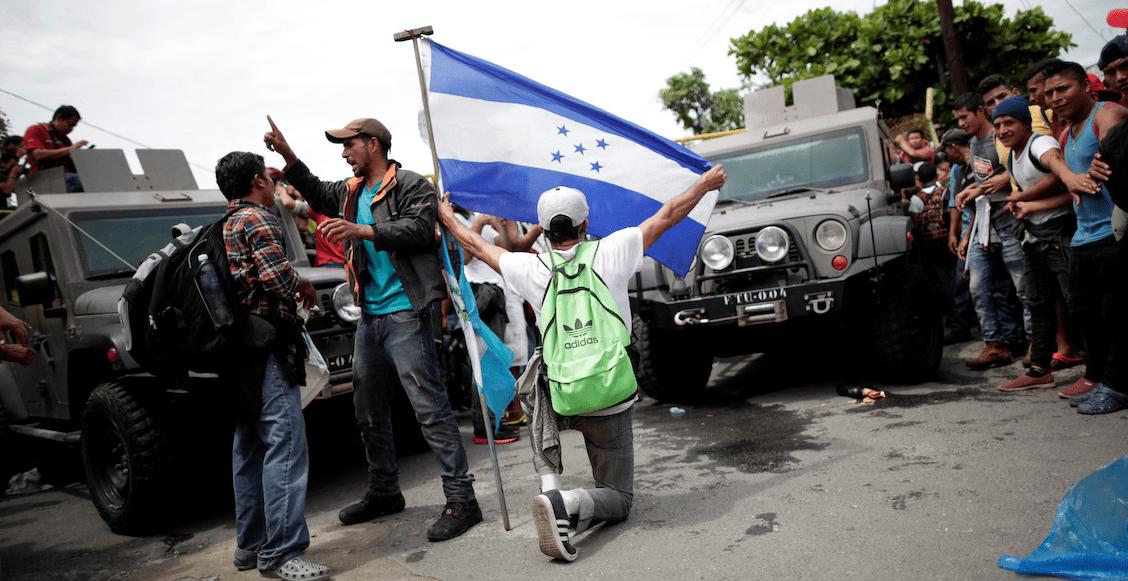 Caravana migrante sigue su marcha en México; rechaza permanecer en 'albergue'