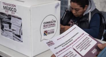 Y tras resultados de la consulta nacional, el peso mexicano pierde terreno frente al dólar