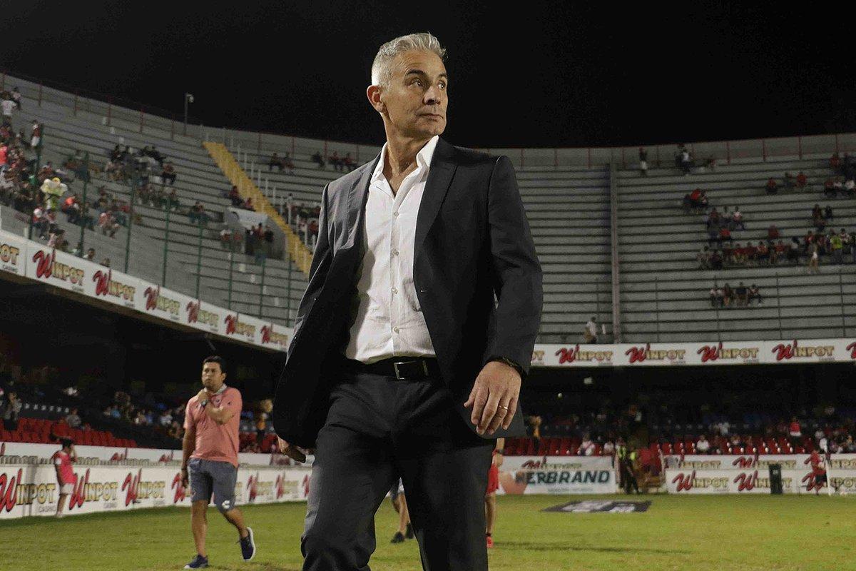 ¡Se va otro! Veracruz anunció la salida de Juvenal Olmos como DT y nuevo interino
