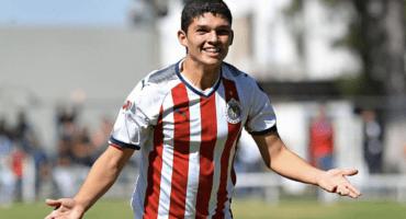 Sebastián Martínez, el nuevo talento de Chivas ya entrena con el primer equipo