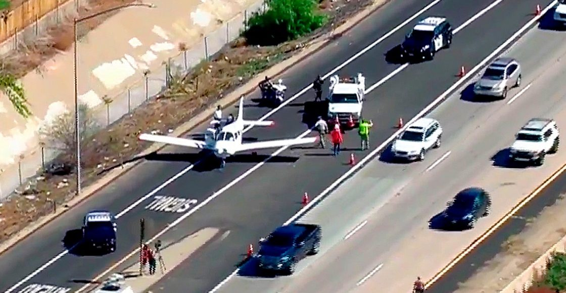 El aterrizaje de un avión en una autopista