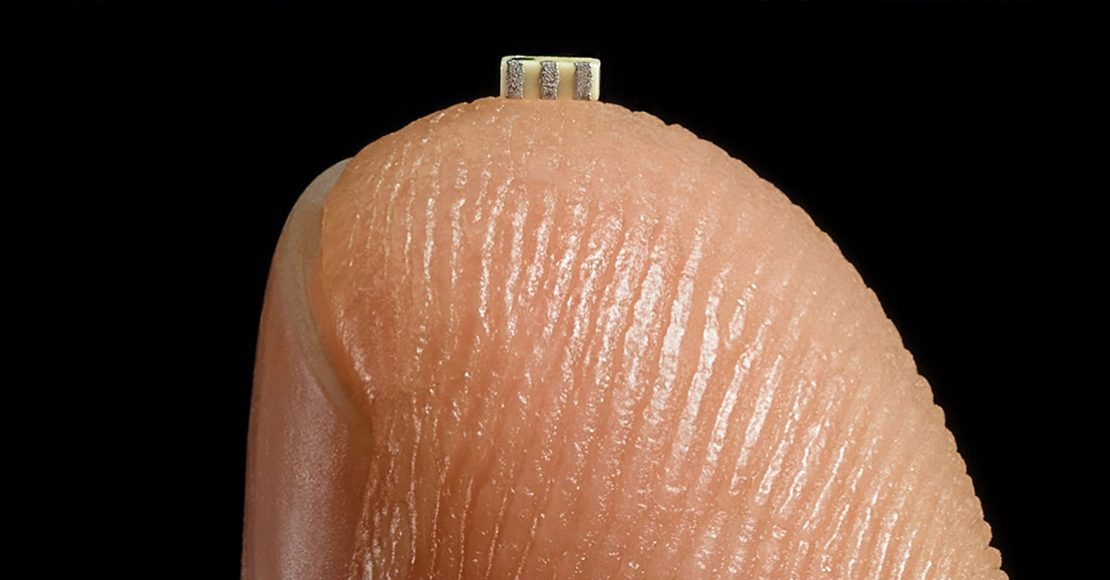 ¿Cómo un pequeño chip escondido se infiltró en Amazon y Apple?