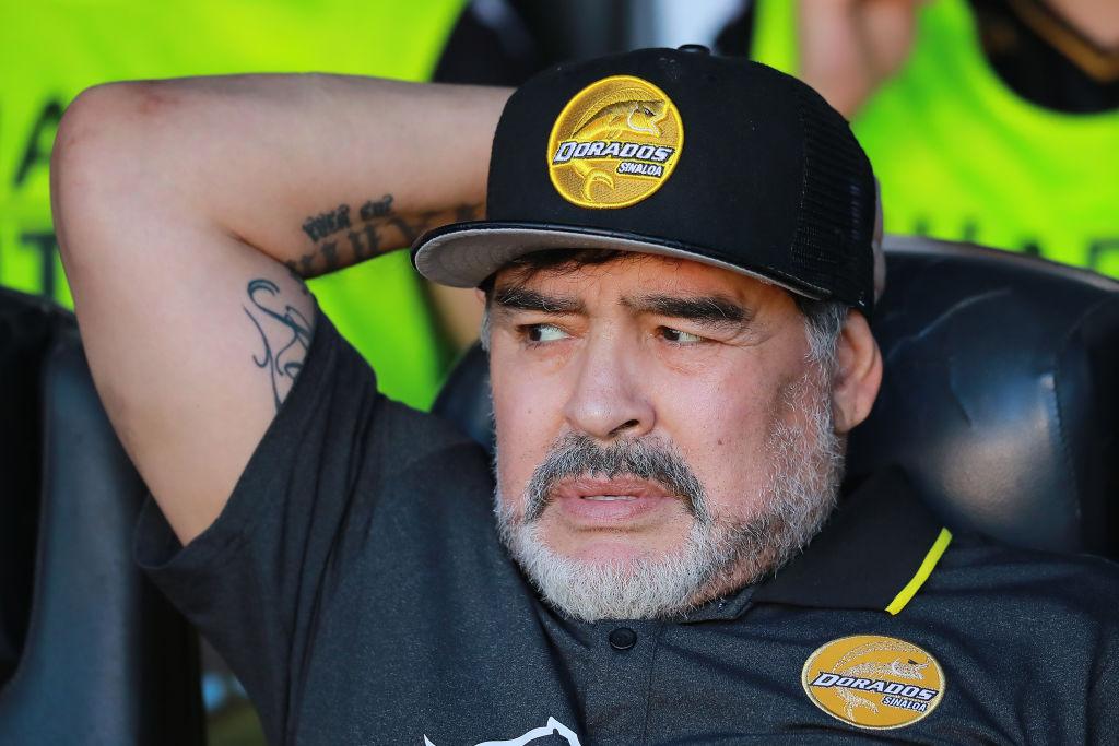 Maradona durante un juego contra Querétaro