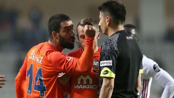 ¡Problemas! Arda Turán es multado y podría ser despedido de su club por pelea