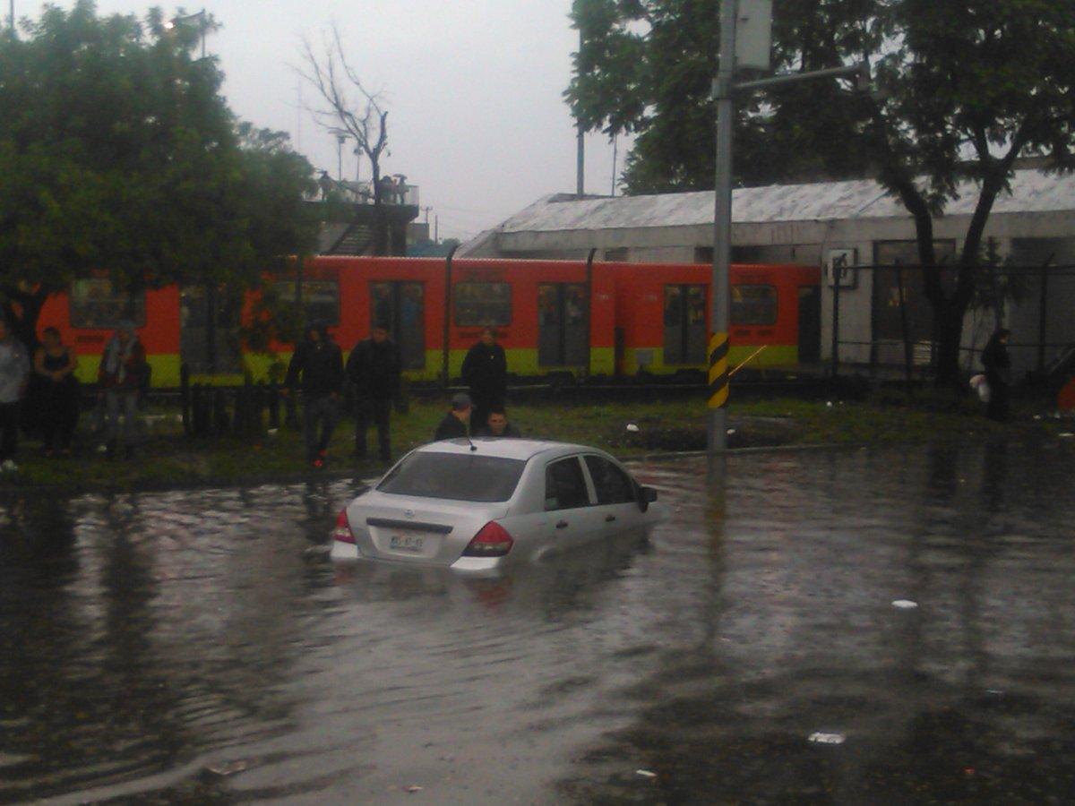 Inundación en Metro Indios Verdes