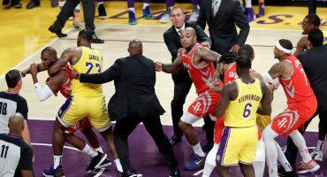 ¡Lakers y Rockets protagonizan pelea en el debut de LeBron James en Los Ángeles!