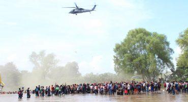 Helicóptero federal intentó impedir que migrantes cruzaran el río Suchiate