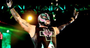 ¡Vuelve el 619! Rey Misterio regresa oficialmente a WWE SmackDown