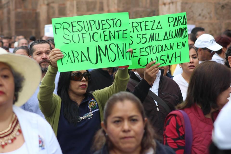 Marcha por falta de presupuesto en Universidad Michoacana