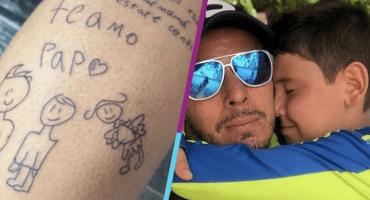 ¡Se vale llorar! Portero se tatúa carta de su hijo tras la muerte de su esposa