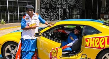 Ronaldinho se convirtió en chofer de Uber en Brasil a bordo de un Hot Wheels