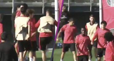 ¿Tensión, dónde? Sergio Ramos da dos balonazos a Reguilón y después se disculpó