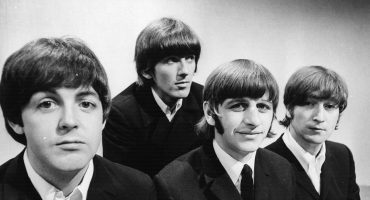 Escucha una versión inédita de 'While My Guitar Gently Weeps' de The Beatles