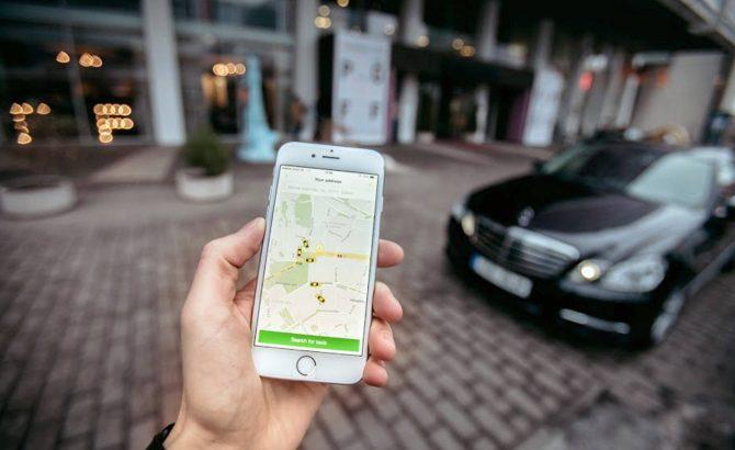 'Cocinan' impuestos para Uber, Amazon, Airbnb