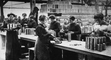 Las mujeres en la Primera Guerra Mundial: del hogar a las fábricas y el campo