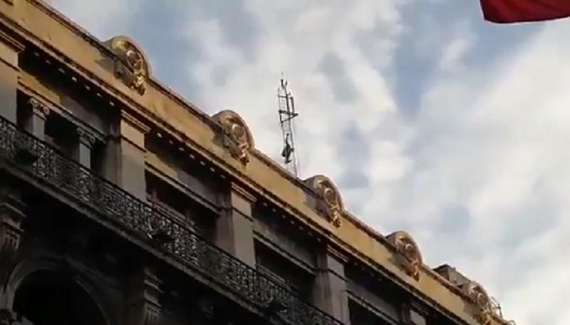 Presunto suicida en calle Isabel la Católica