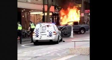 Atentado en Melbourne, Australia: sujeto choca su auto y apuñala a transeuntes