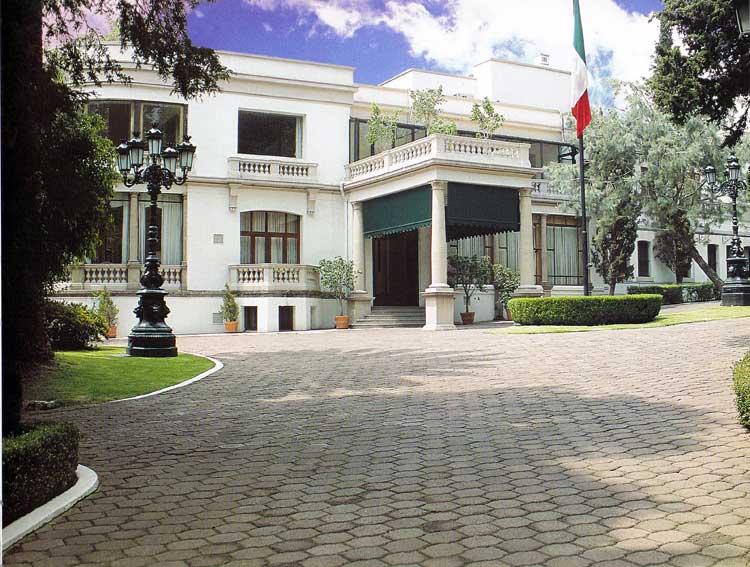 Instalaciones de Los Pinos servirán para hospedar a personal médico del IMSS