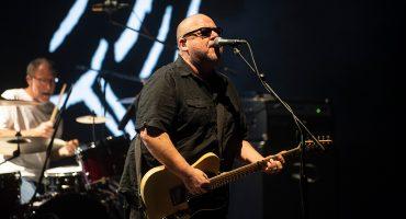 Qué bandota es Pixies en vivo… pero qué mezquinos se vieron con tan corto concierto