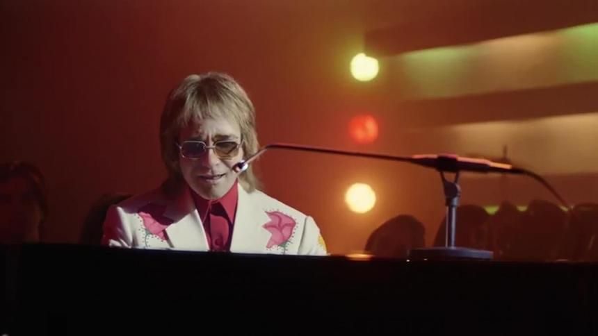 Este tierno comercial navideño de Elton John te hará llorar