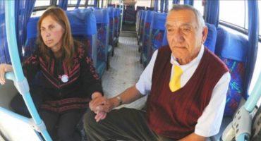 ¡El amor eterno sí existe! Este chofer lleva diario consigo a su esposa con Alzheimer para cuidarla