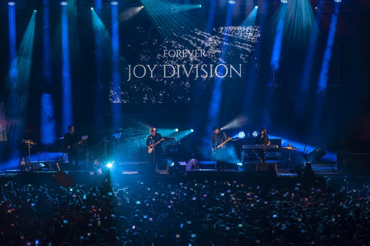 New Order en el Corona: El tributo a Ian Curtis, un ritual para los fanáticos