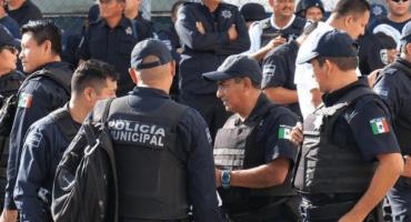 Policías sacan a empujones y gritos al encargado de Seguridad Pública en Cancún