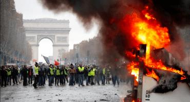 ¿Por qué los 'Chalecos Amarillos' han tomado Francia?