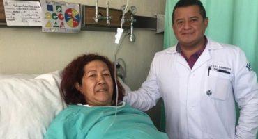 Médicos del IMSS extirpan tumor de 17 kilos a una mujer