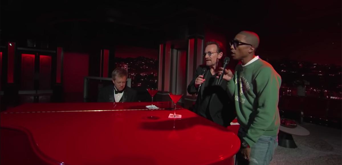 """¿Por qué son así? Bono y Pharrell convierten """"Staying Alive"""" de los Bee Gees en una balada"""
