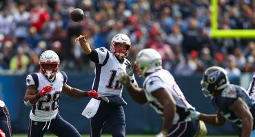 Tom Brady rompe el récord de Peyton Manning de yardas aéreas