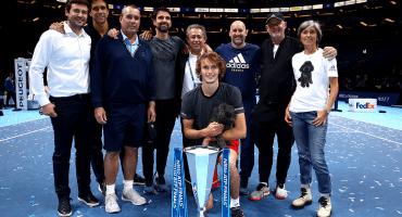 Zverev le gana la final del Masters de Londres a Djokovic y festeja con su perro