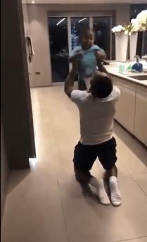 El bebé de Raheem Sterling se hizo viral tras demostrar sus dotes de futbolista