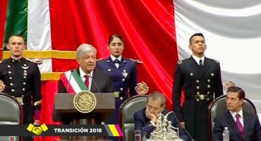 '¡Justicia!' El grito por los 43 de Ayotzinapa irrumpe en el discurso de AMLO