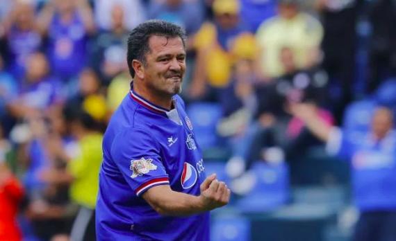 """Carlos Hermosillo: """"América ganó porque jugó con 12... el portero de Pumas"""""""