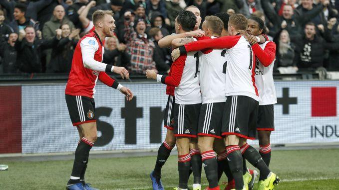 ¡Los frenaron! El PSV del 'Chucky' Lozano perdió el invicto ante el Feyenoord