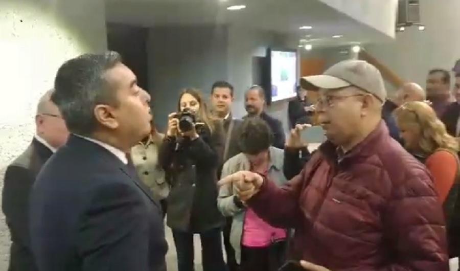 Carlos Leal y el activista Mario Rodríguez
