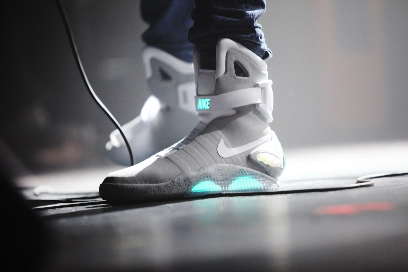 Como en Back to the Future: Nike lanzará tenis que se atan solos