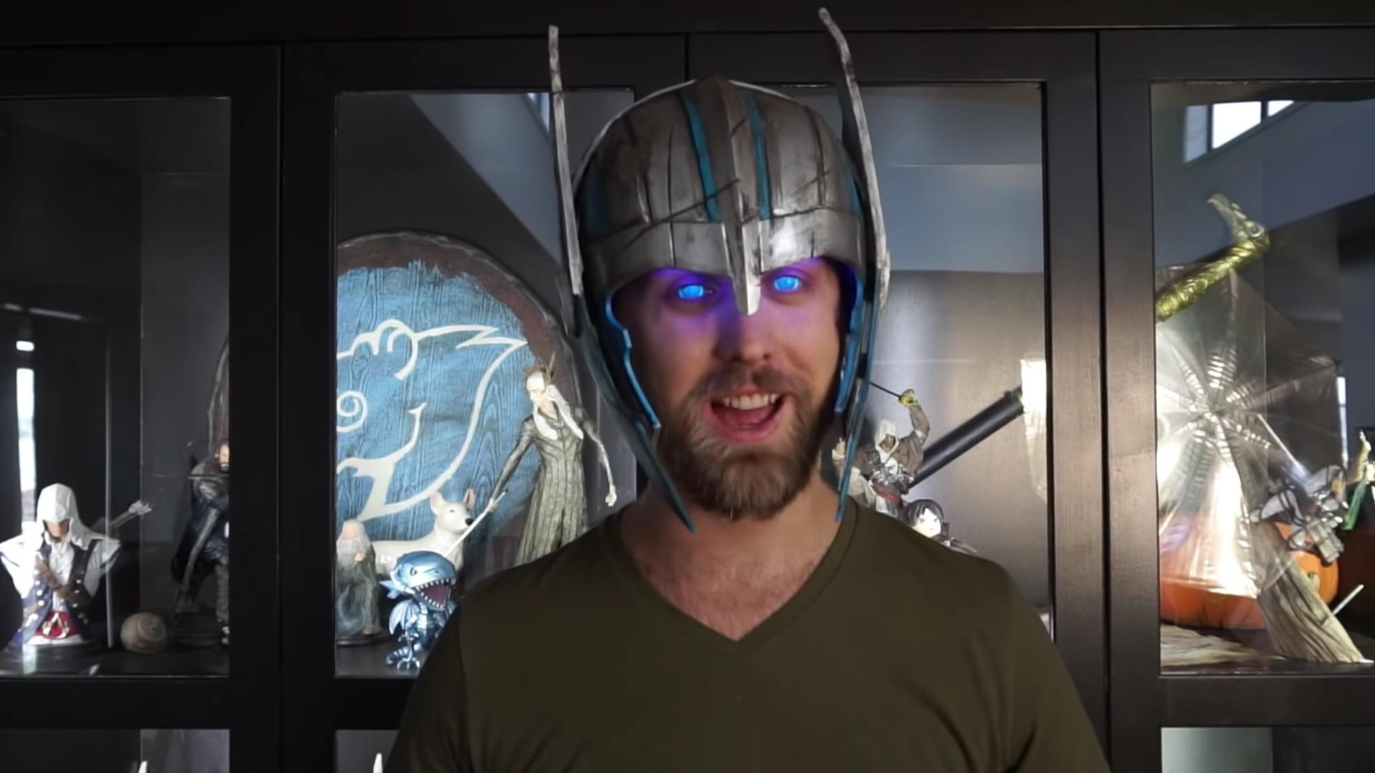 cosplayer-crea-casco-thor-ojos-brillantes-instrucciones