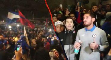 Aficionados llevaron 'serenata' a jugadores de Cruz Azul para motivarlos previo a la Final
