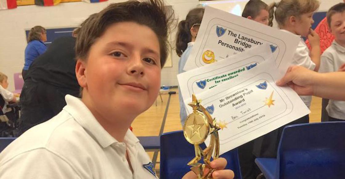 Lagrimita mil: Maestra celebra a niño autista sus talentos después de fallar un examen