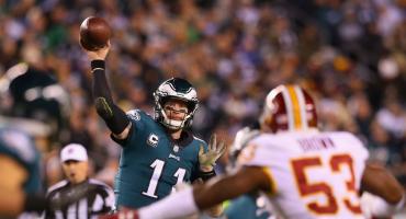Eagles descartan a Carson Wentz, ante los Rams, por fractura vertebral